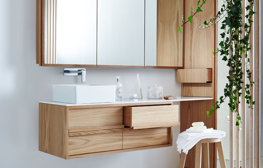 19159870_issy_z8_4_drawer_vanity_1200_issy_z8_triple_mirror_shaving_cabinet_1500_issy_z8_tall_boy_450_x_450_x_2000_in_situ_side_angle