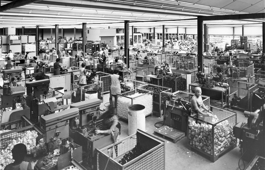 1960-70s_historical-picture_assembly