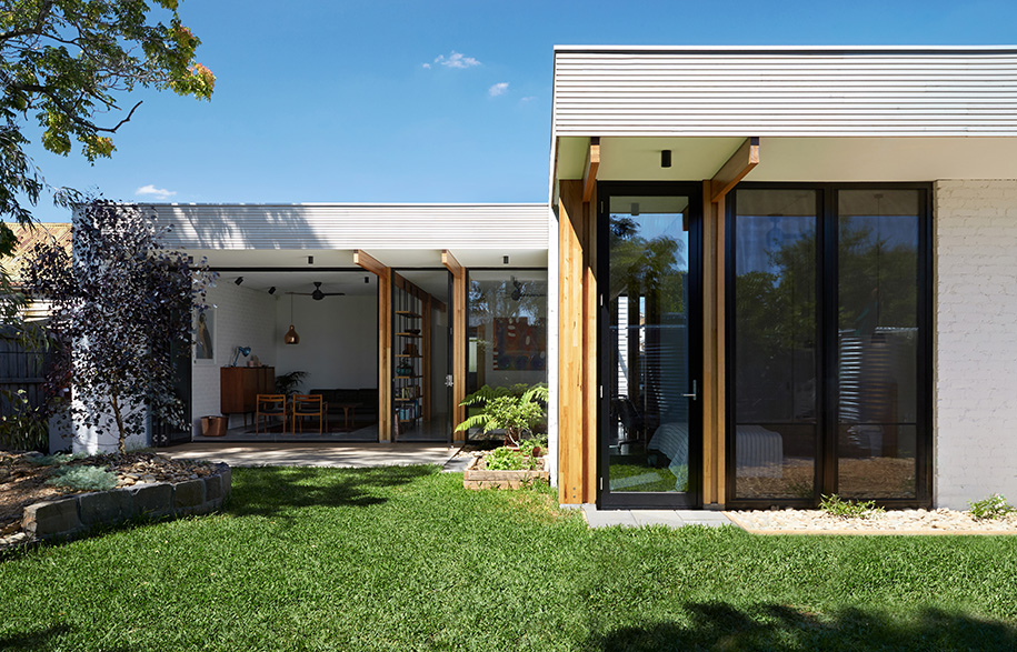 Ballantyne Foomann Architects backyard