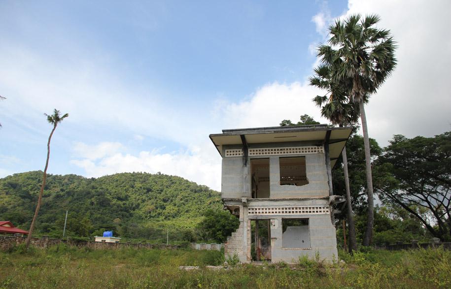 Cambodias-Ghost-Villas-2-habitusliving