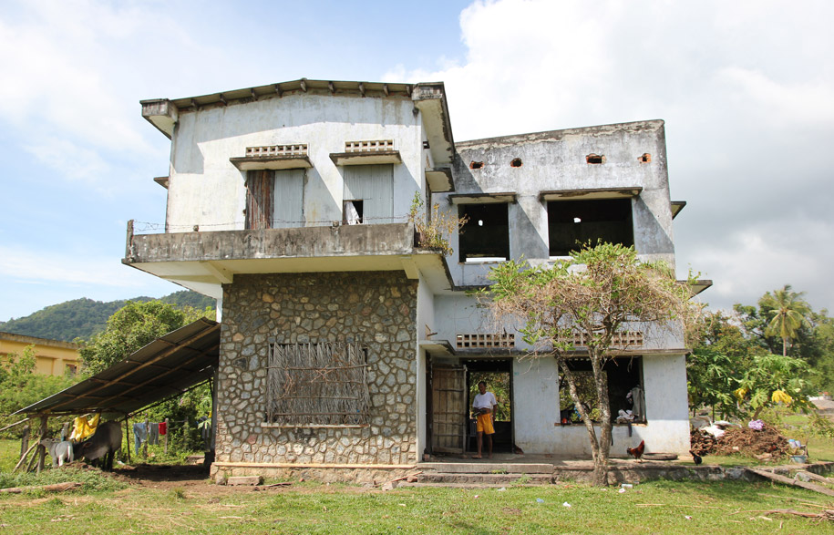 Cambodias-Ghost-Villas-5-habitusliving
