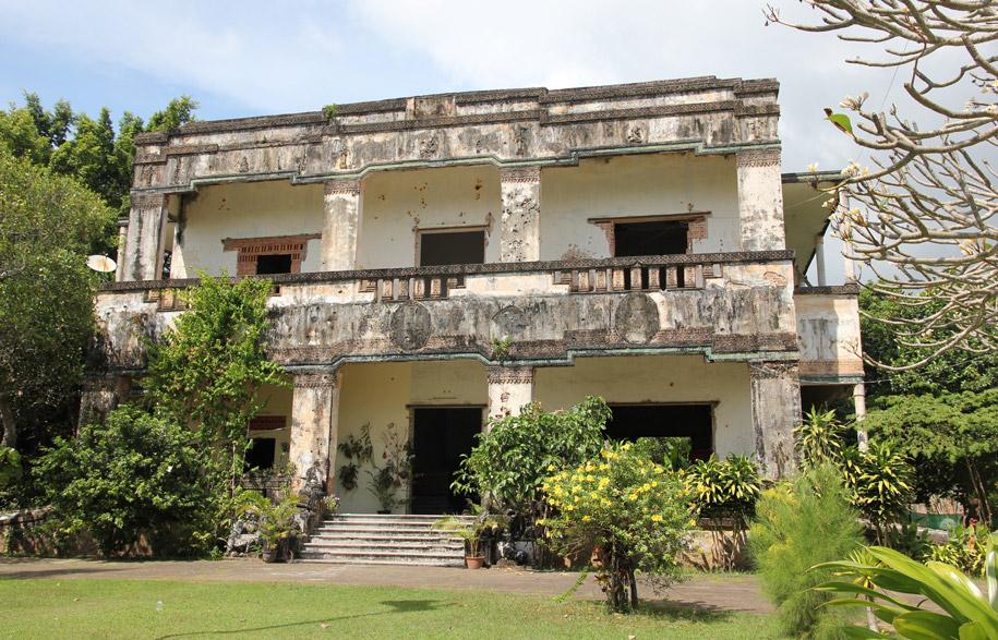 Cambodias-Ghost-Villas-7-habitusliving