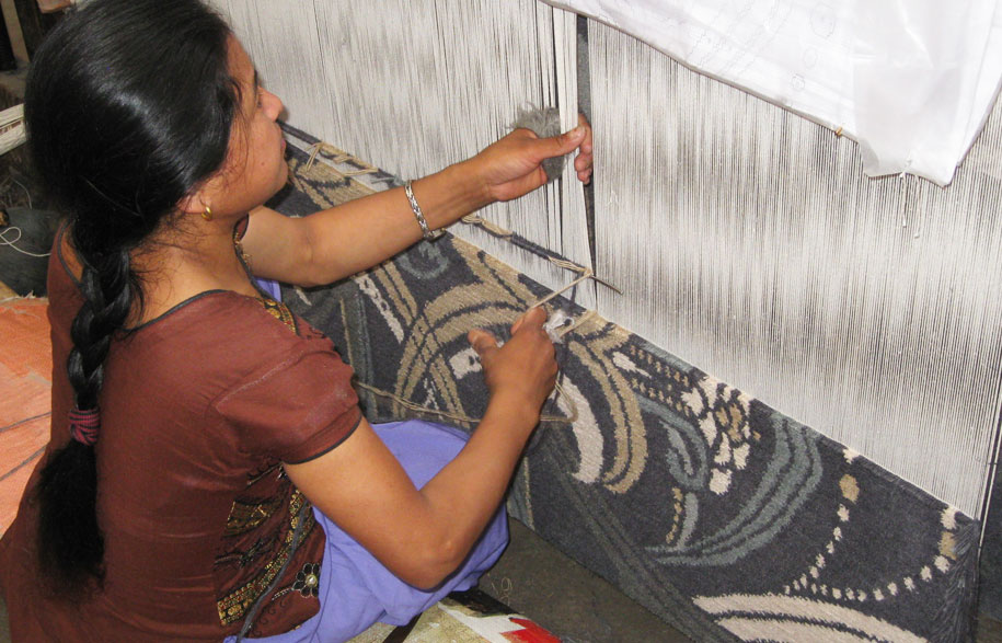 Designer_Rugs_Nepal_Hand_Knot_Lia_Pielli_Knotting_CatherineMartin_Rugs