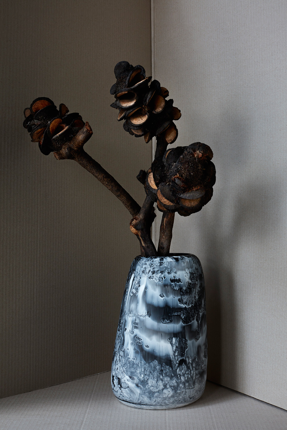 Dinosaur_Designs_Black_Marble_Hugh_Stewart_Homewares_Medium_Vase