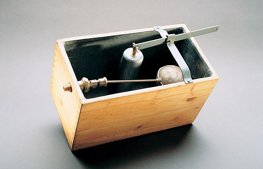 Geberit-Wood-cistern-1905