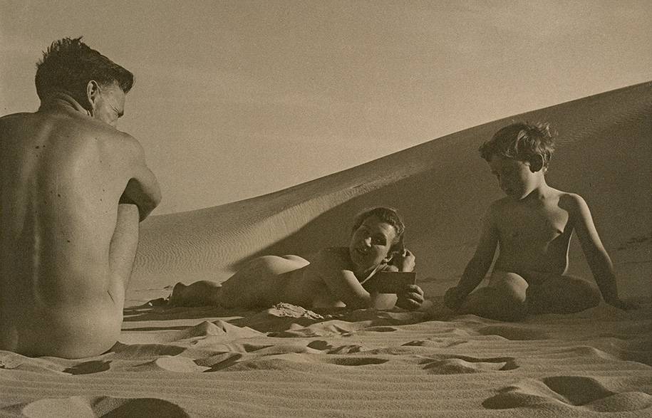 Max_Dupain_On-the-beach.-Man,-woman,-boy-1938