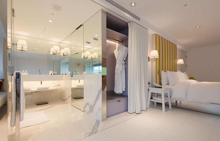 S Hotel Phillipe Stark bathroom