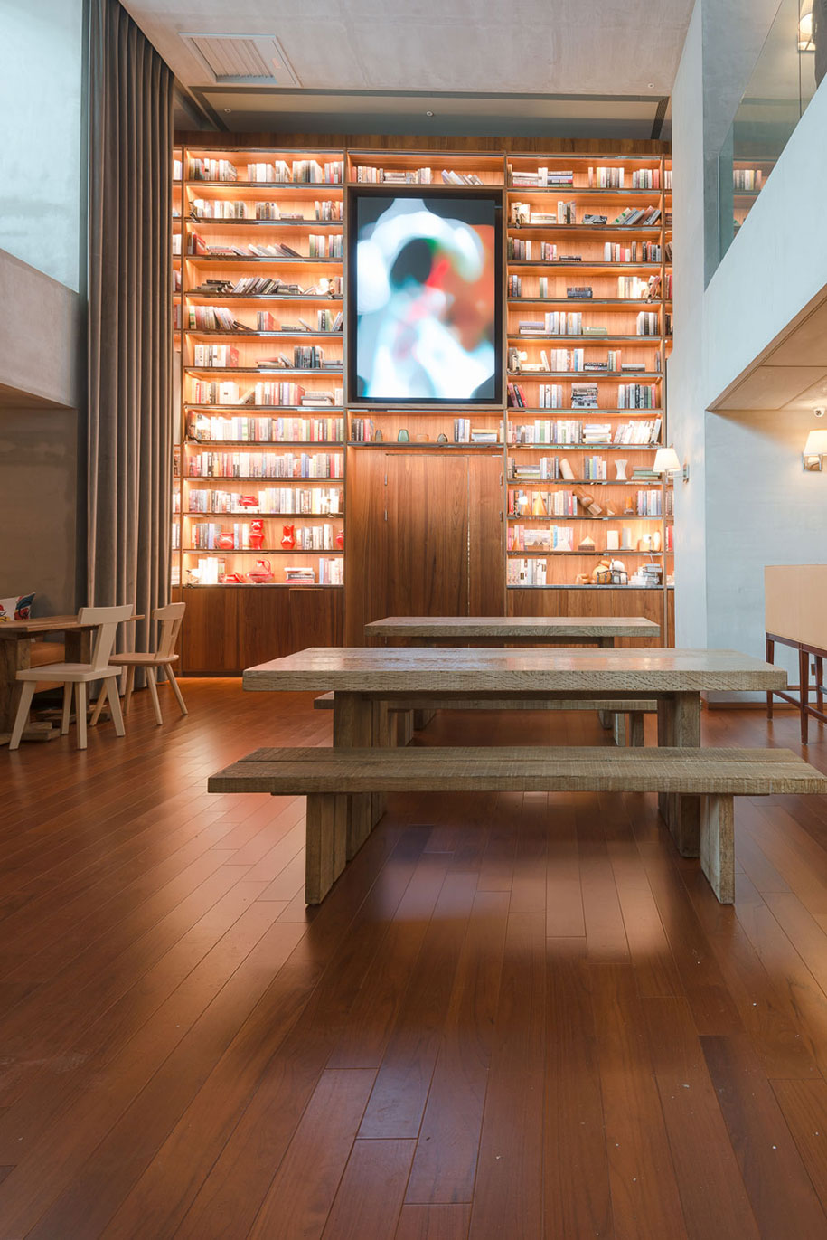 S Hotel Phillipe Stark bookshelf