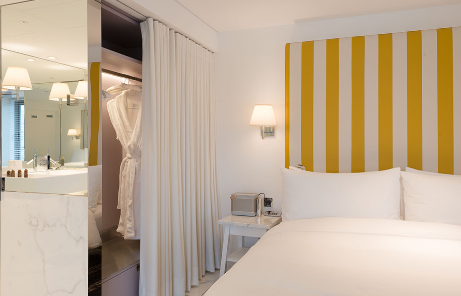 S Hotel Phillipe Stark bed