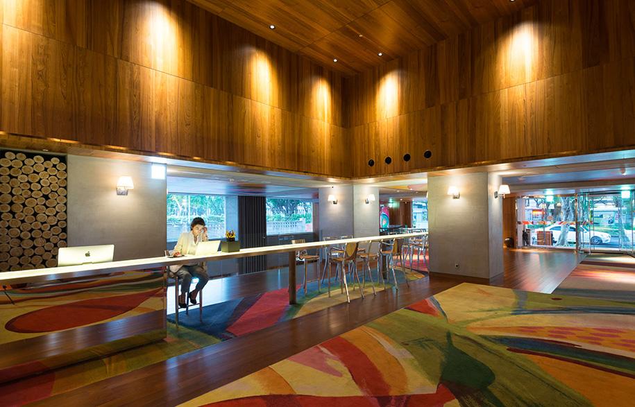 S Hotel Phillipe Stark workstations