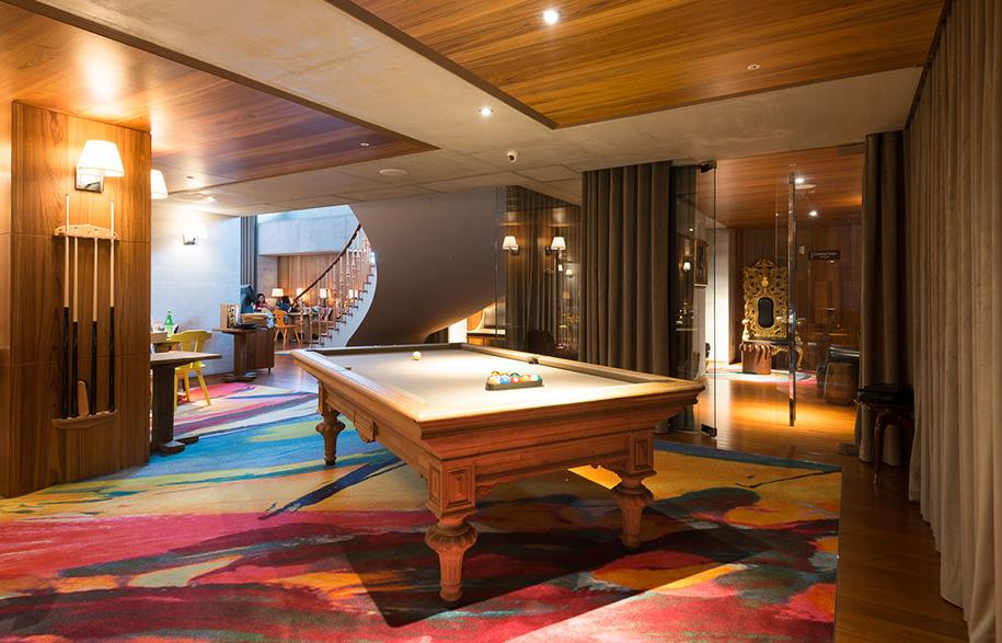 S Hotel Phillipe Stark pool table