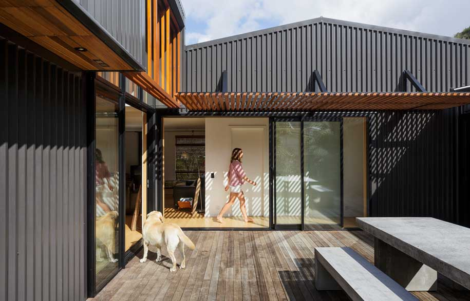 Barn siding ideas home design ideas - A Modern Beach House Informed By An Old Shed